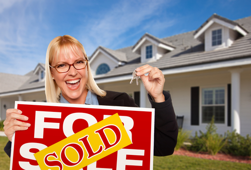 elite-x3-happy-real-estate-agent